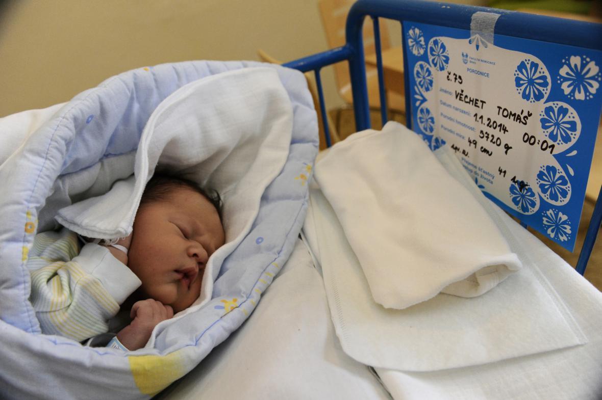 Tomáš Věchet se v brněnské porodnici na Obilním trhu narodil mamince Gabriele 1. ledna minutu po půlnoci.