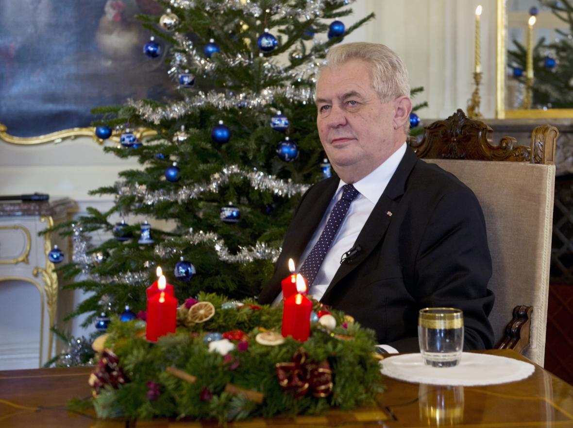 Miloš Zeman krátce před vánočním poselstvím, které pronesl v Lánech