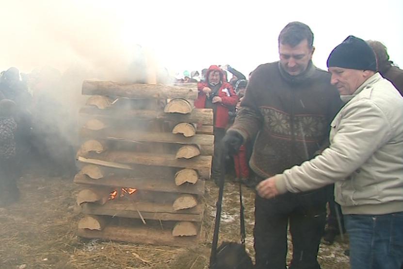 Každoročně se na Velké Javořině zapaluje vatra česko-slovenského přátelství