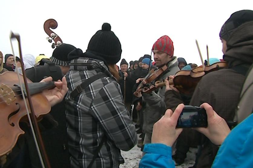 Při setkáních na Velké Javořině nechybí hudba a zpěv
