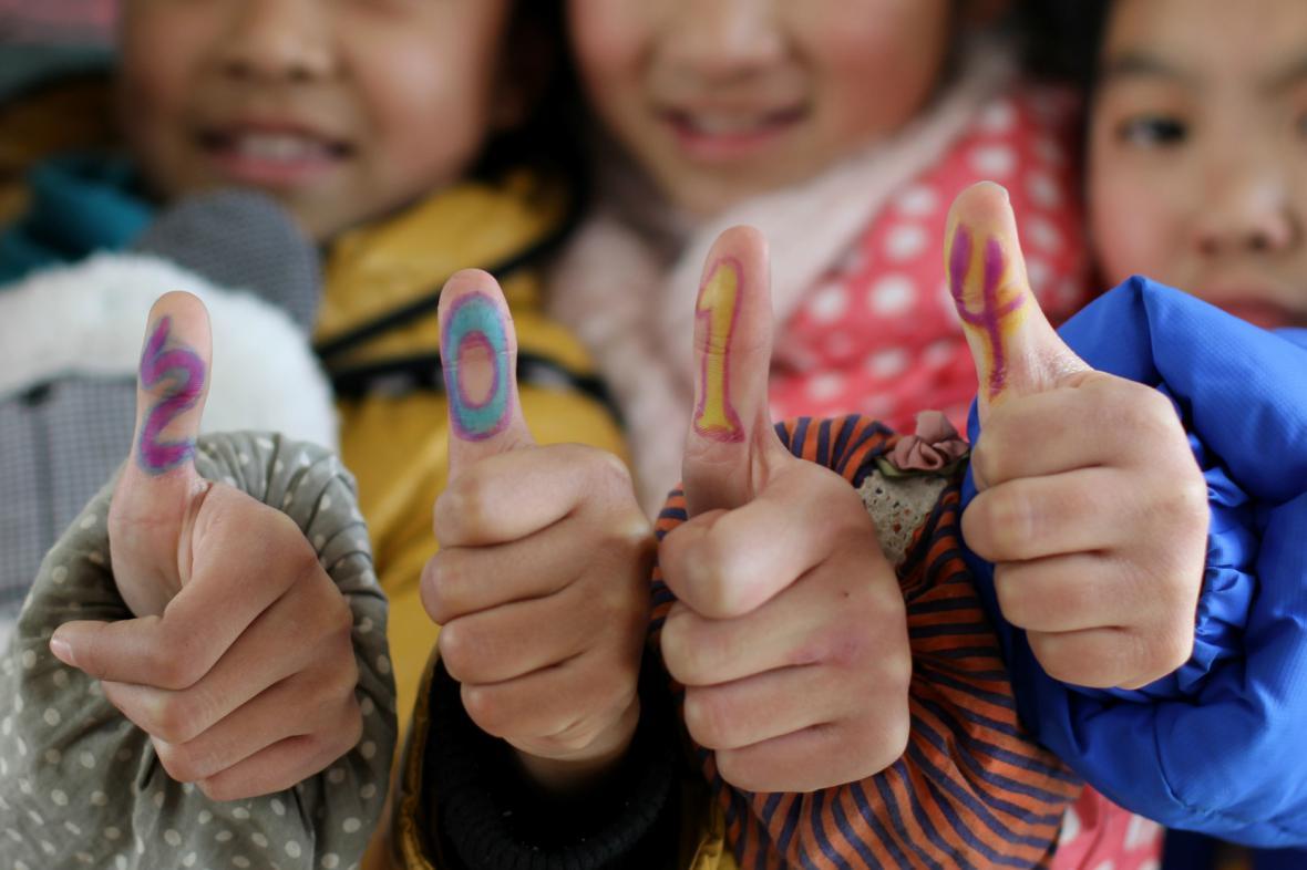 Čínští školáci slaví příchod roku 2014