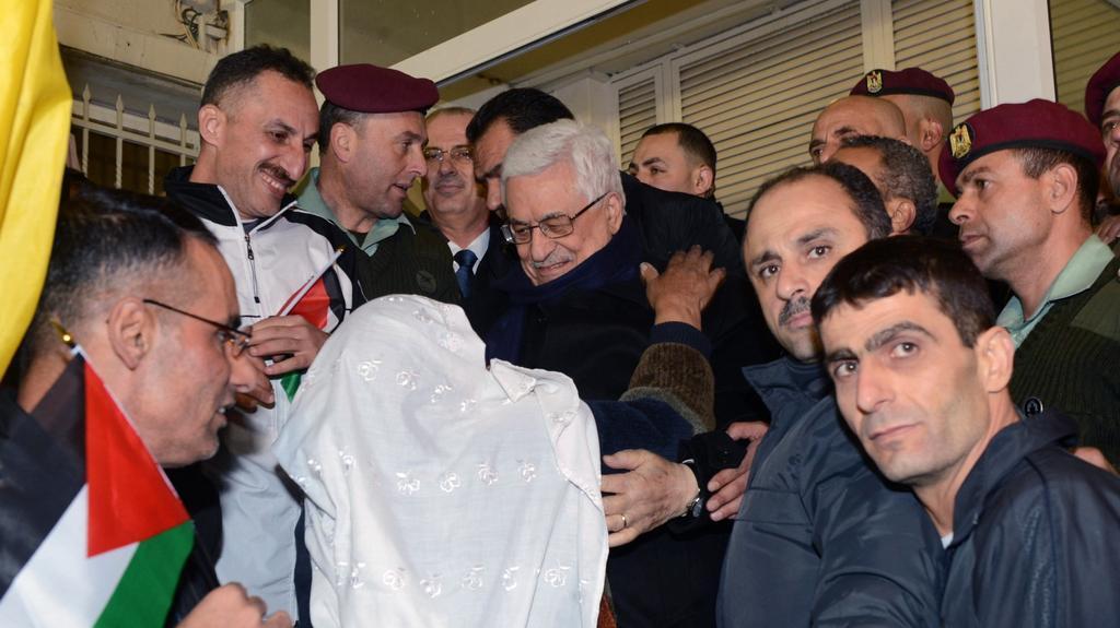 Matka jednoho z vězňů u prezidenta Abbáse