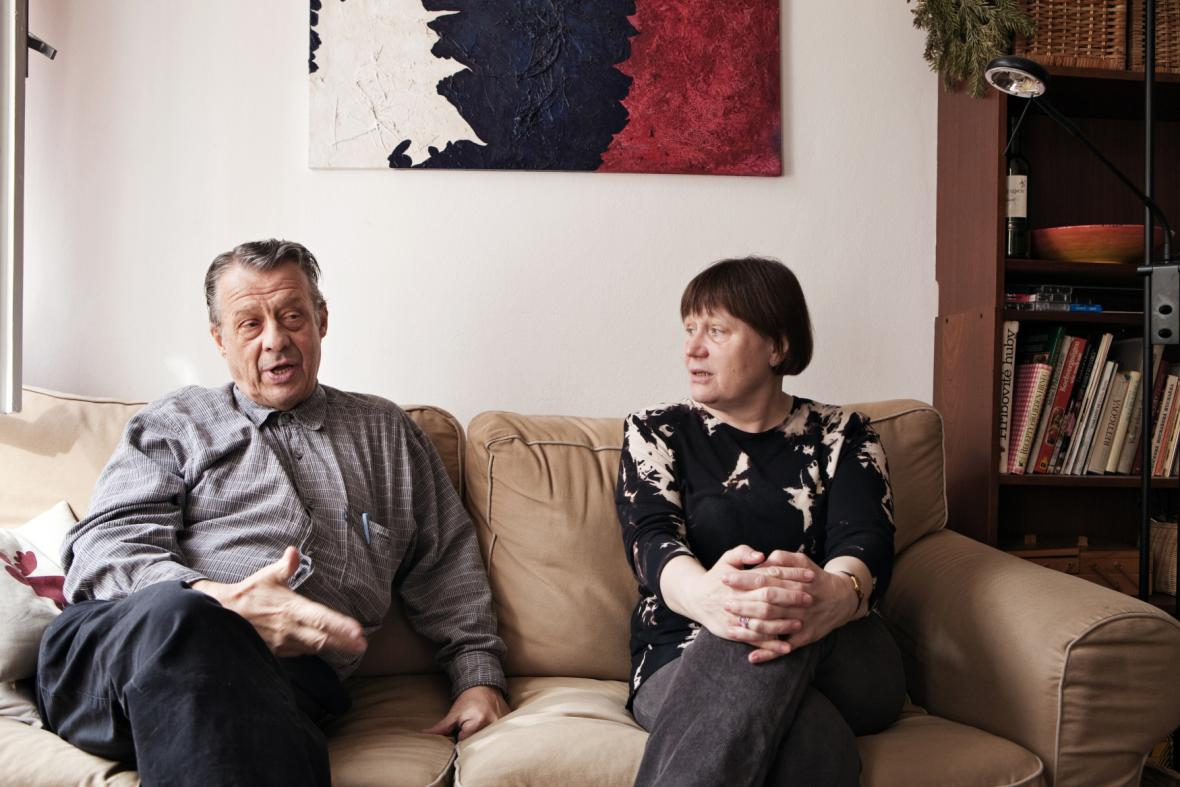 Novinář Petr Uhl s manželkou Annou Šabatovou
