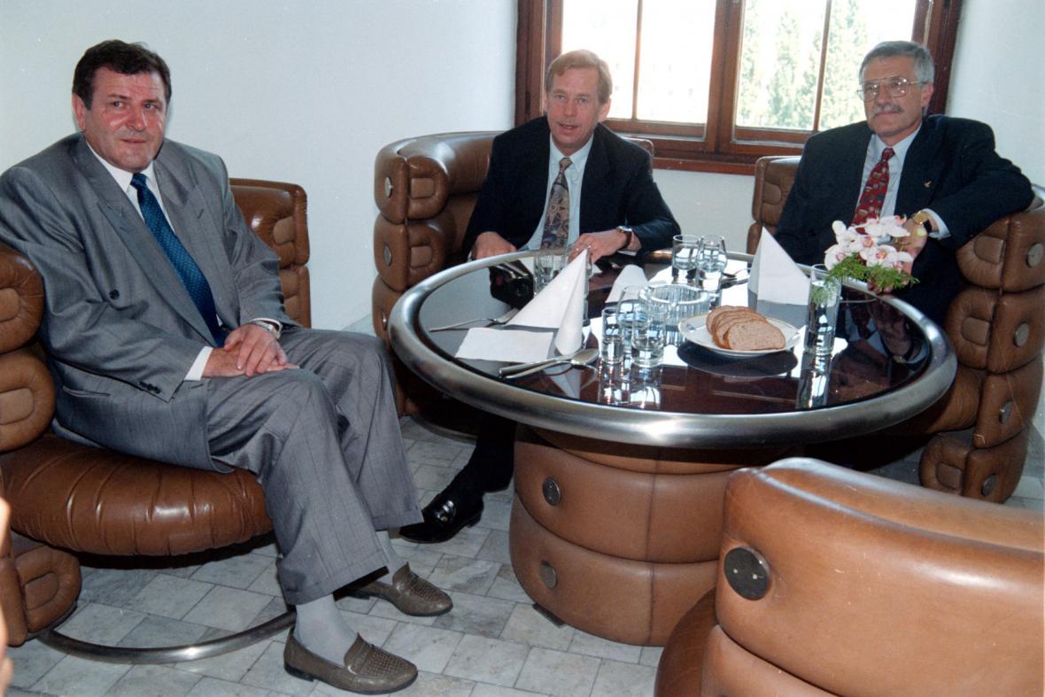 Vladimír Mečiar, Václav Havel a Václav Klaus v roce 1992