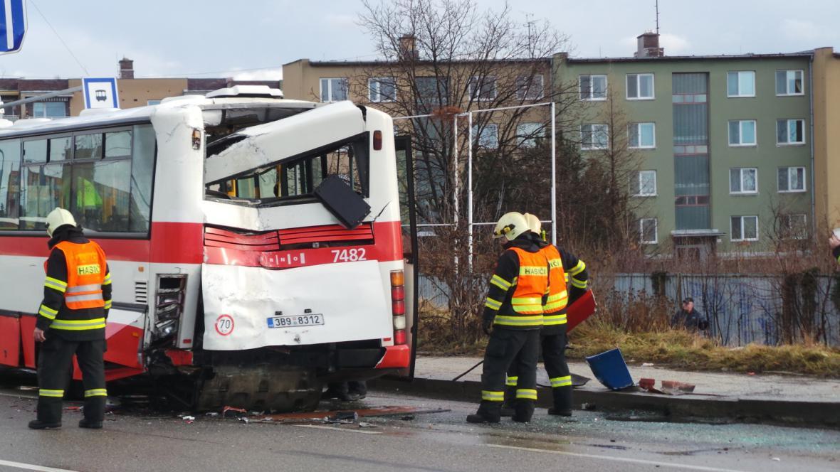 Nehoda autobusu v Brně-Slatině