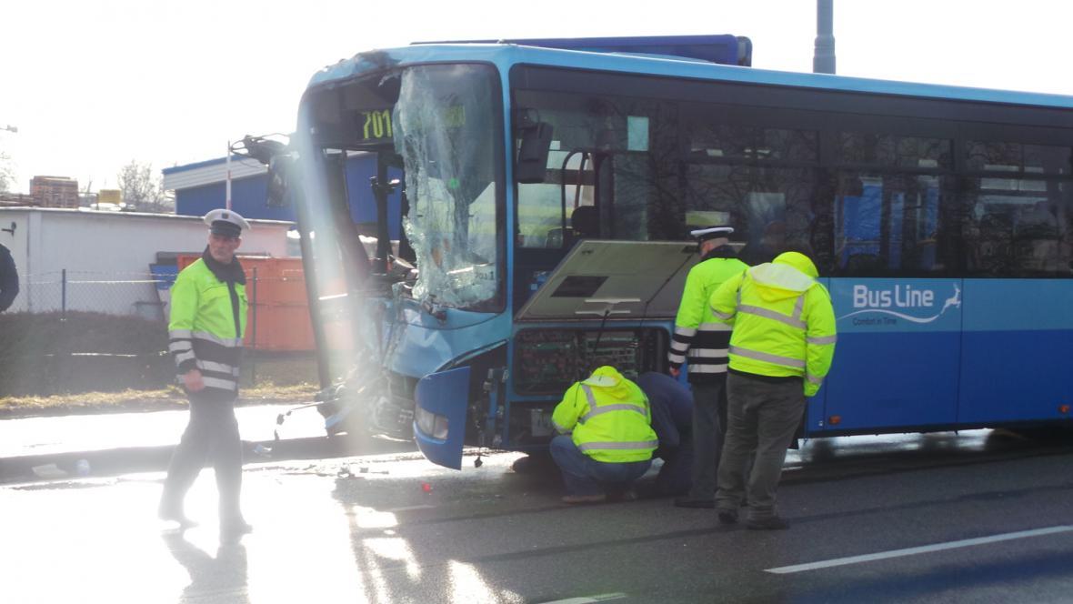 Co stálo za nehodou, zjišťuje policie