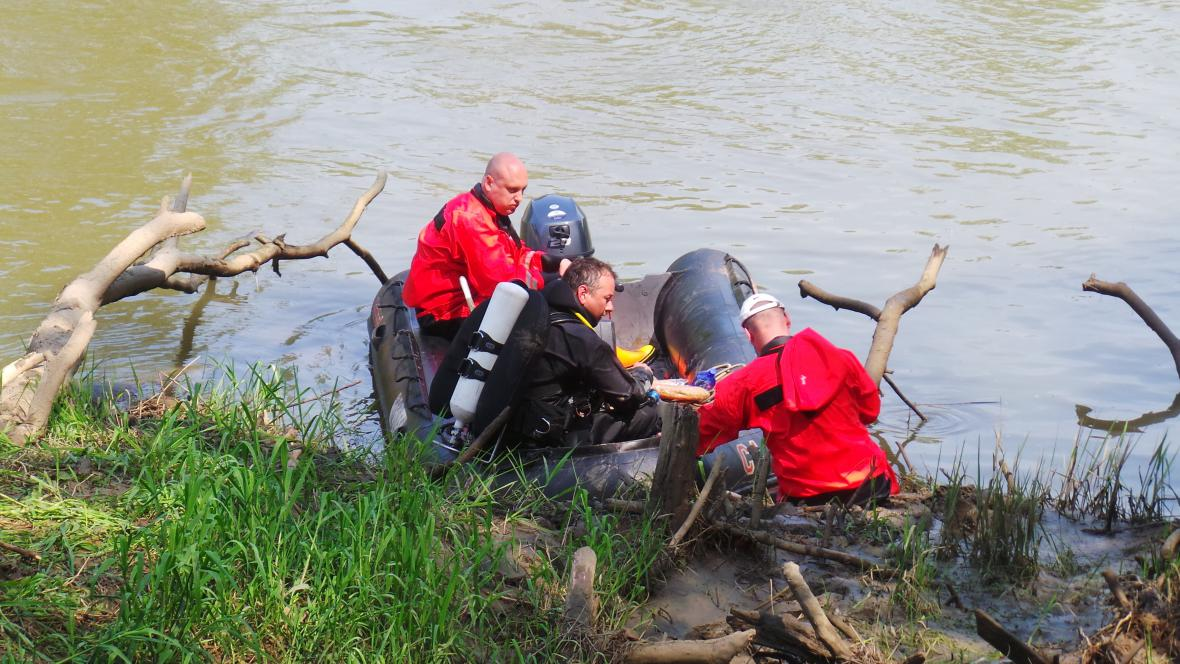 Tělo pátrací tým našel nedaleko soutoku Moravy a Veličky