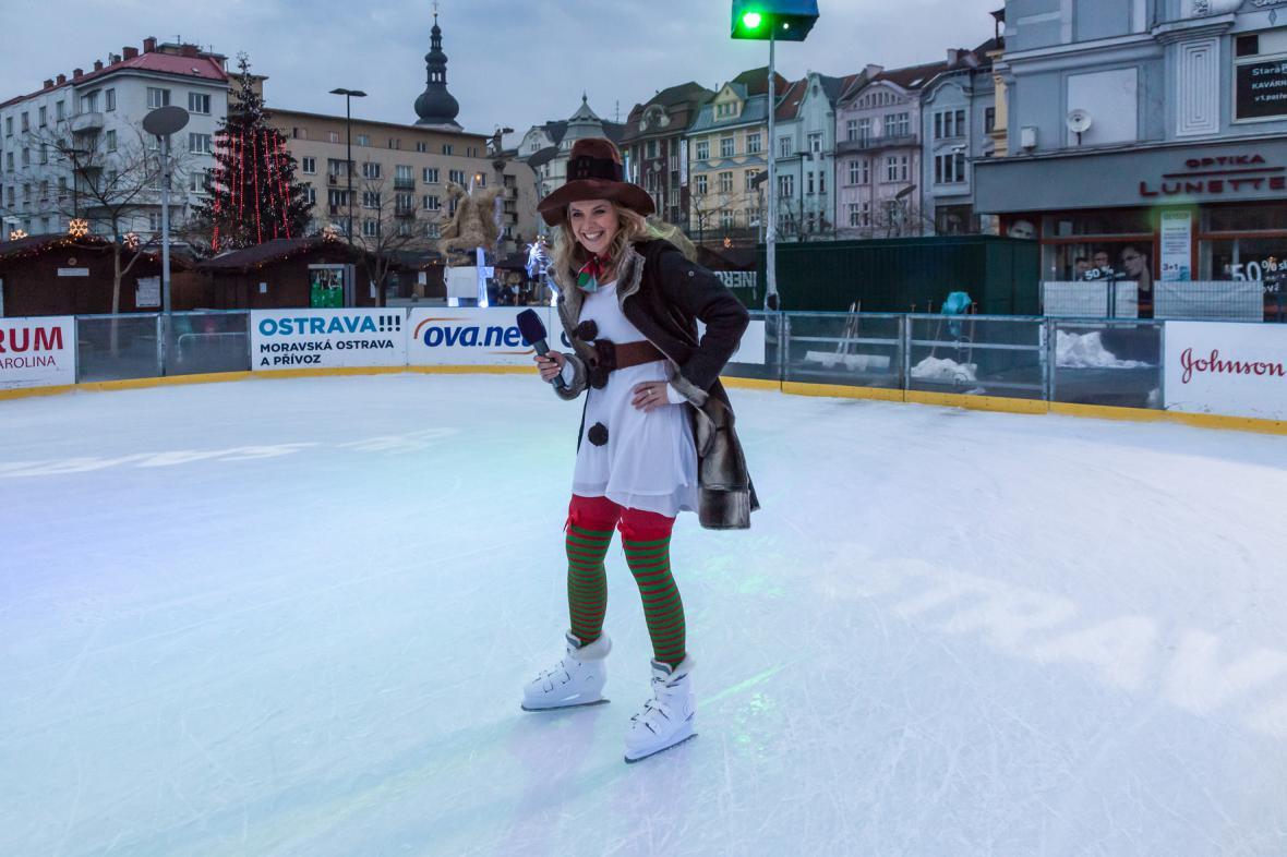 Vendula Fialová zvládne předpovědět počasí i v bruslích na ledě…