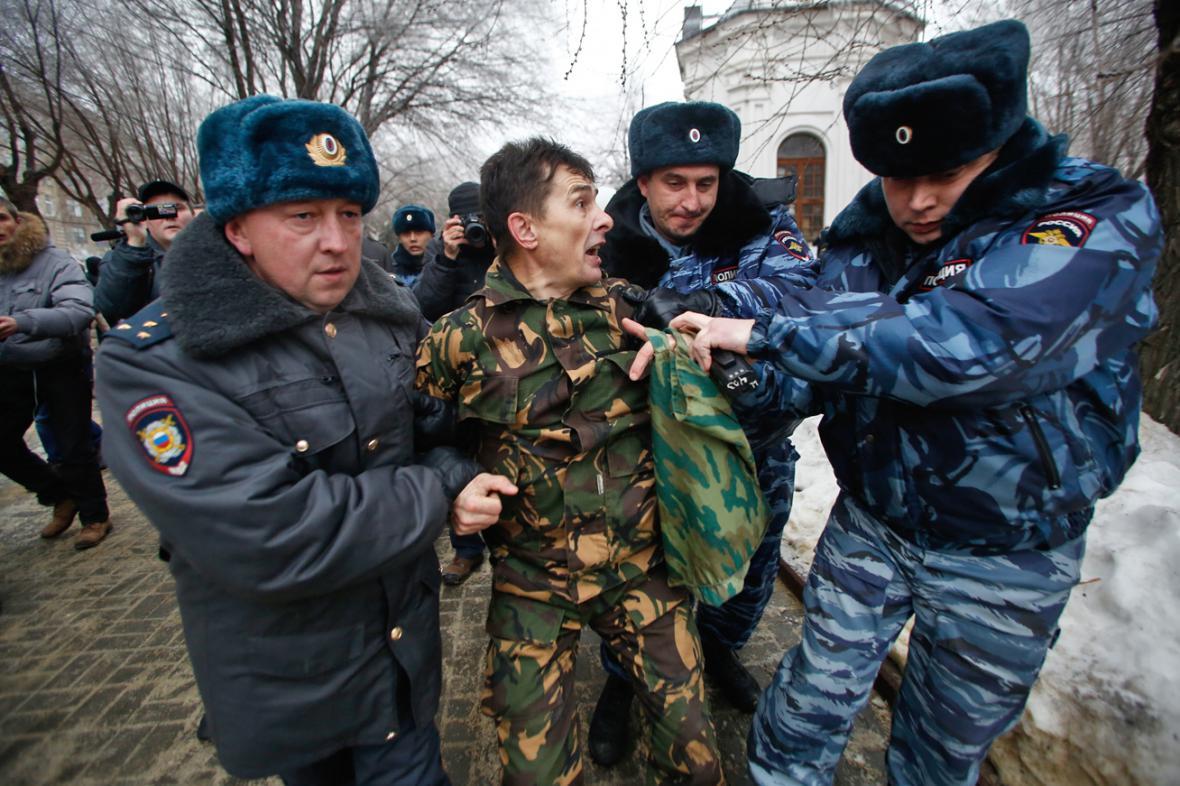 Ruská policie rozhání nepovolenou demonstraci ve Volgogradě