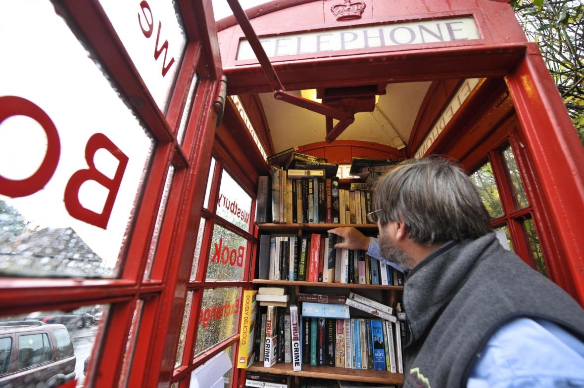 Telefonní budka předělaná na knihovnu