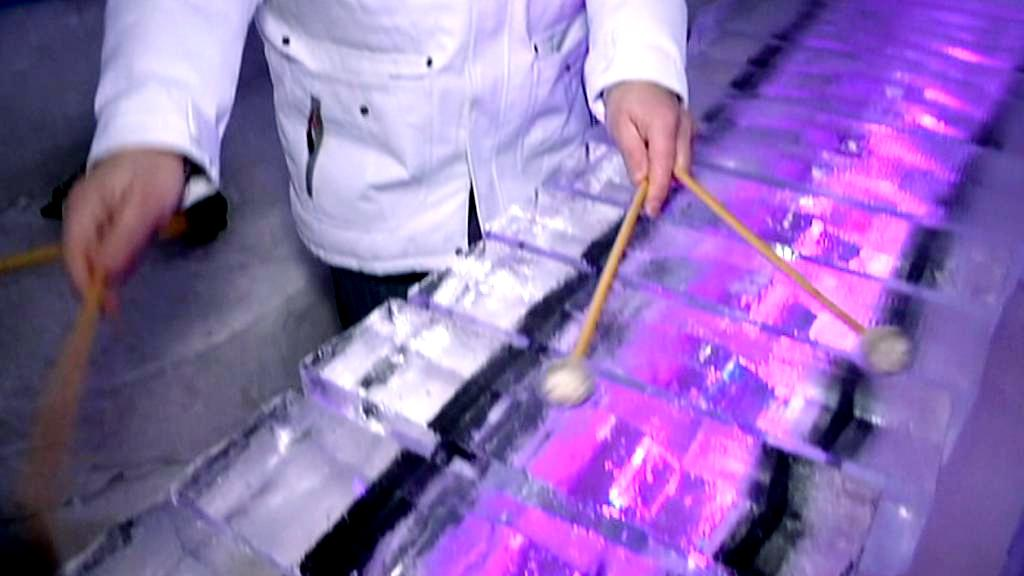 Hudební nástroje z ledu se postupně rozpouští