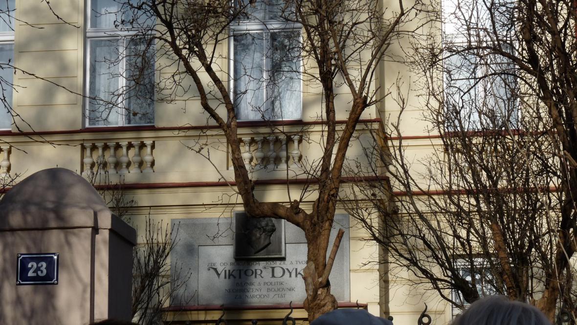 Dykova ulice nese jméno slavného spisovatele Viktora Dyka