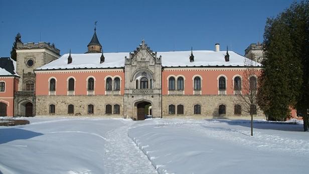 Zámek Sychrov v zimě