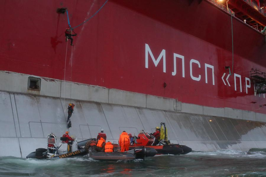 Greenpeace protestují proti těžbě ropy a plynu v Barentsově moři