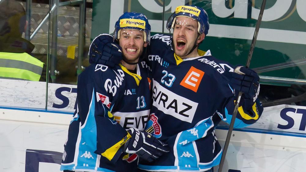 Radost hráčů Vítkovic - Ondřej Roman (vlevo) a Vladimír Svačina