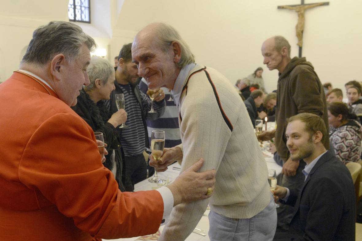 Kardinál Duka slavil Vánoce i s chudými