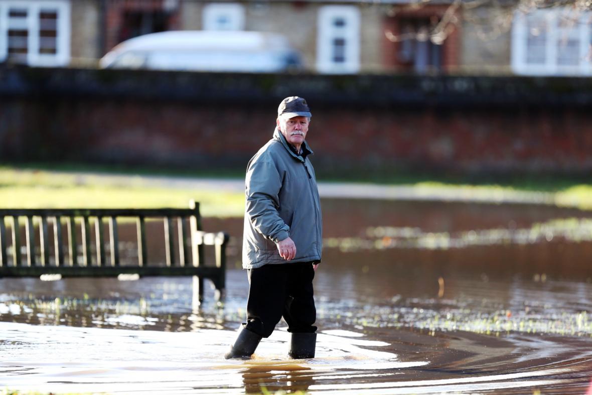 Záplavy ve městě Godalming v anglickém hrabství Surrey