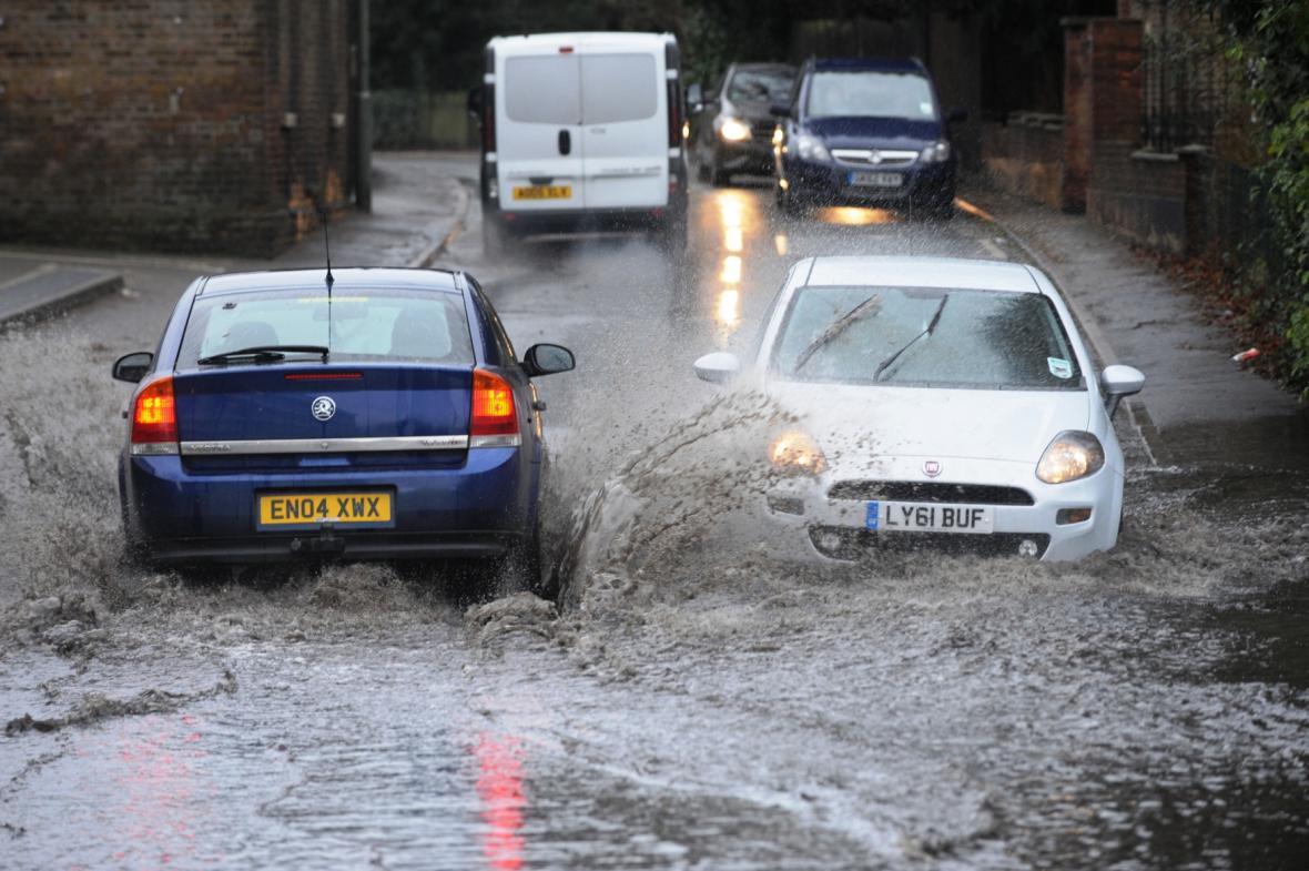 Záplavy ve městě Orpington v anglickém hrabství Kent