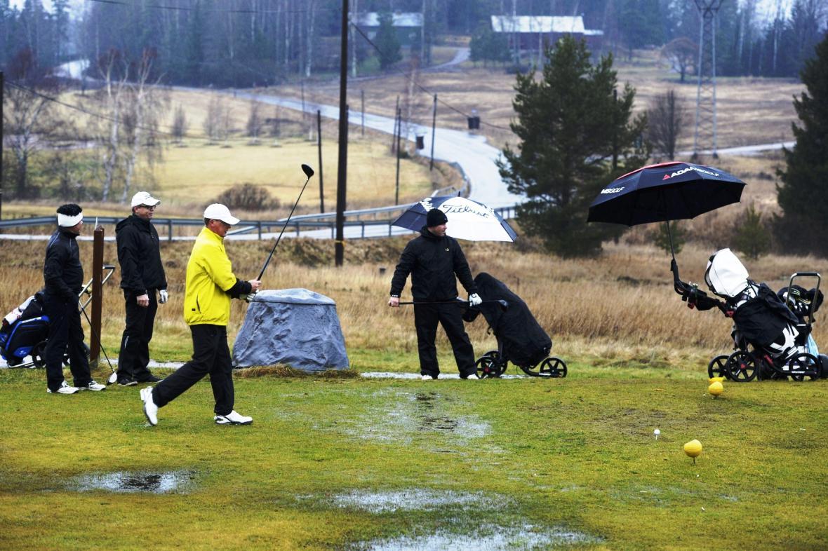Golf v dešti v jihofinském Vihti