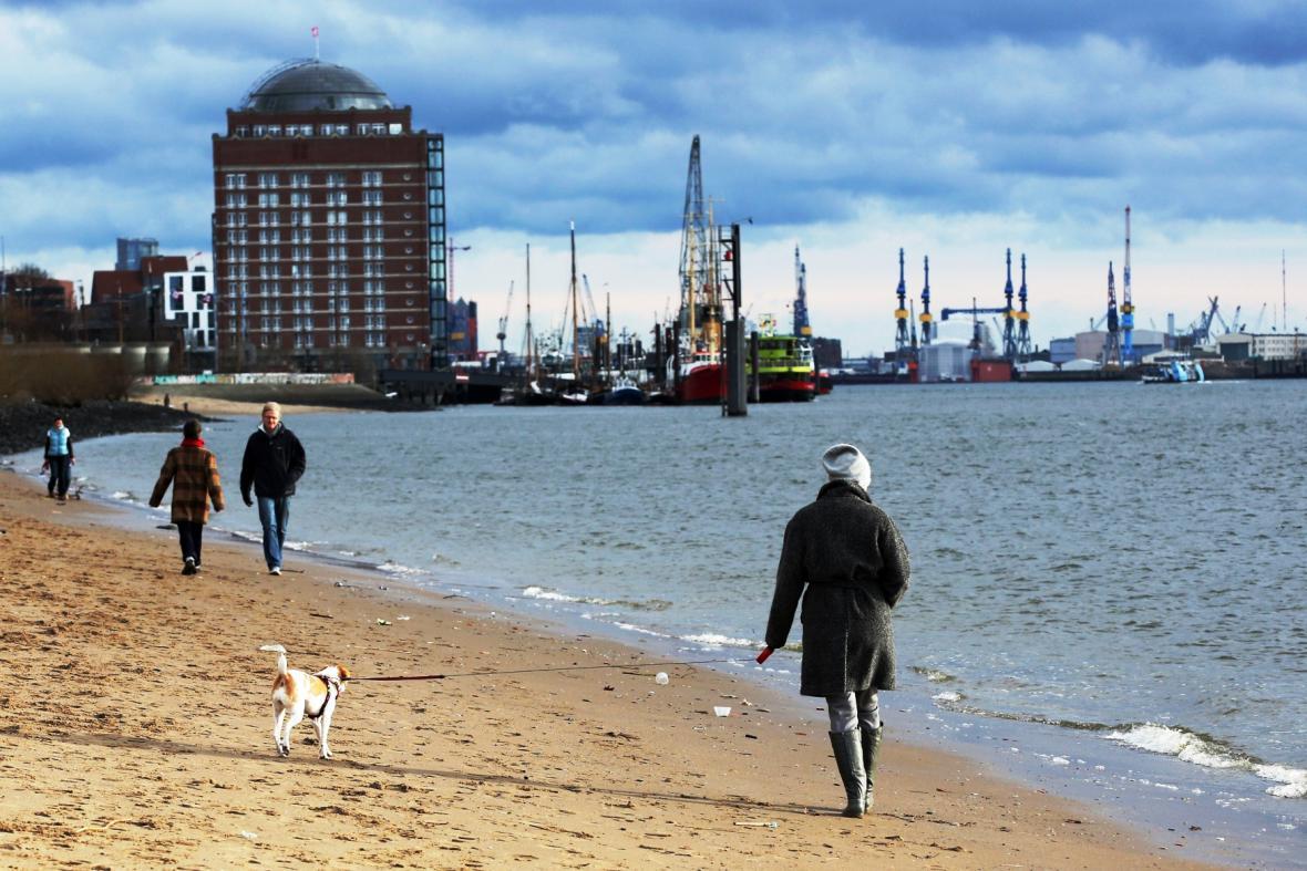 Procházka po břehu Labe v Hamburku