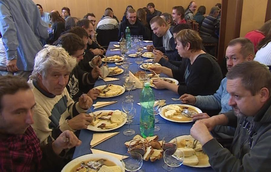Charitativní oběd pro bezdomovce
