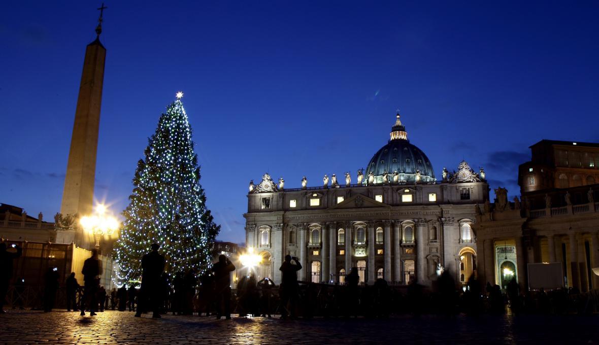 Ve Vatikánu rozsvítili vánoční strom