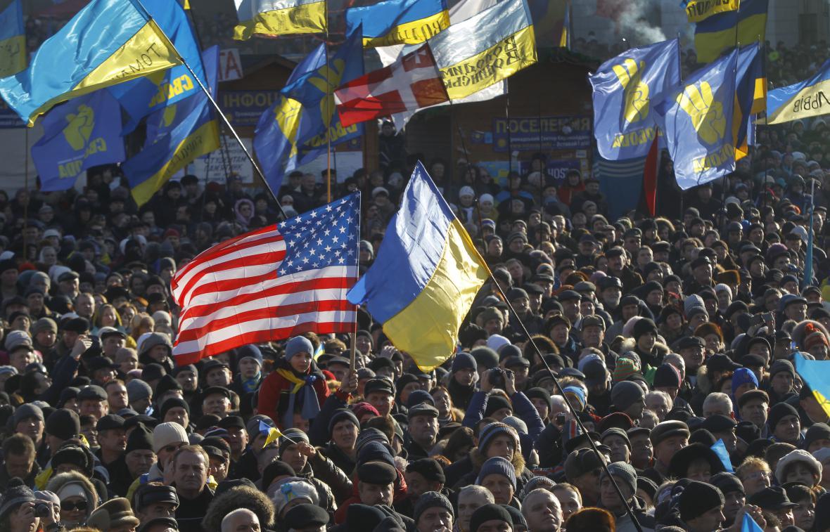 Tisíce demonstrantů v centru Kyjeva