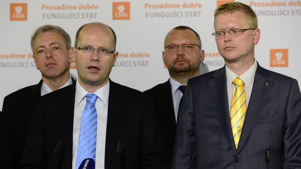 Zástupci ČSSD a lidovců informují o stavu jednání