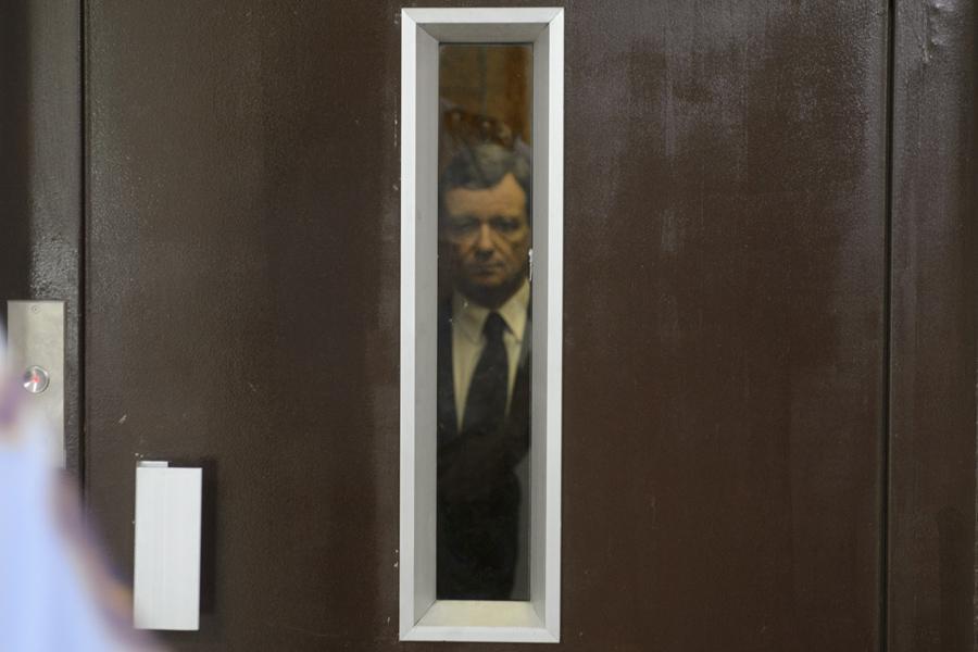 David Rath odjíždí ve výtahu ze soudu