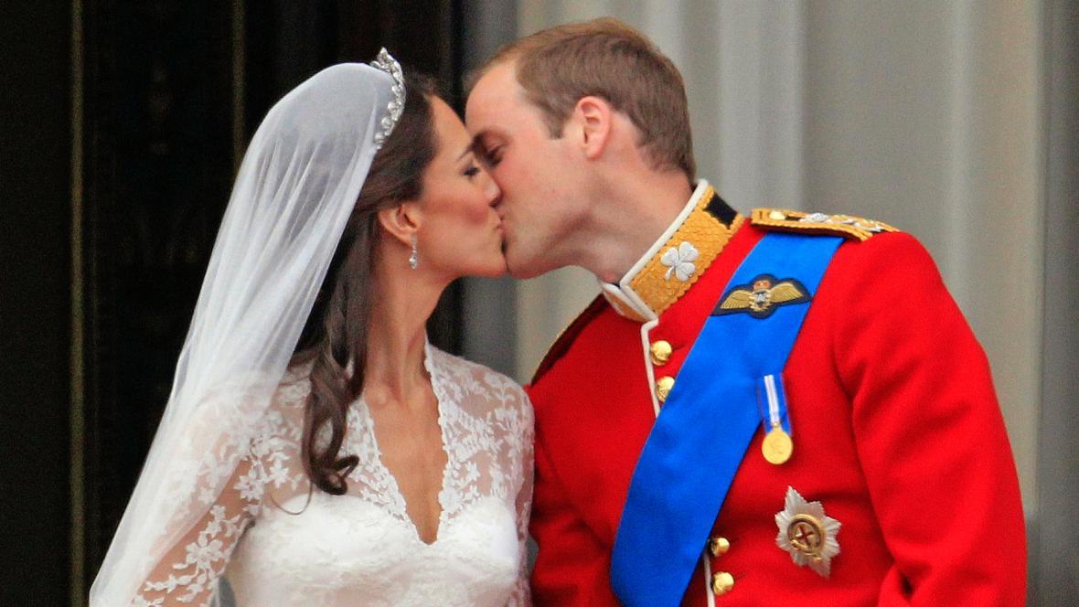 Novomanželský polibek Kate a Williama