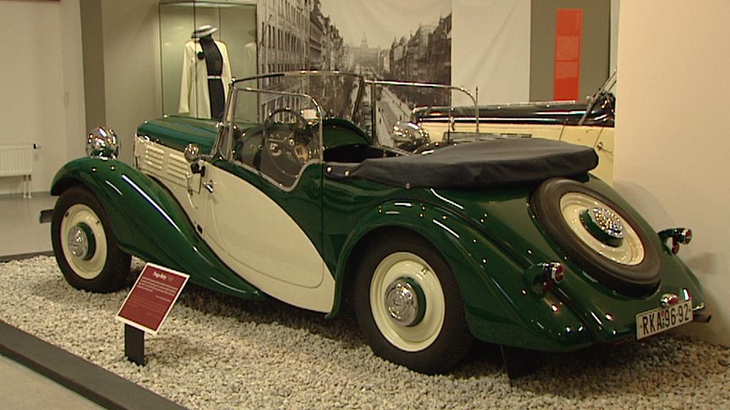 Z výstavy historických automobilů Praga