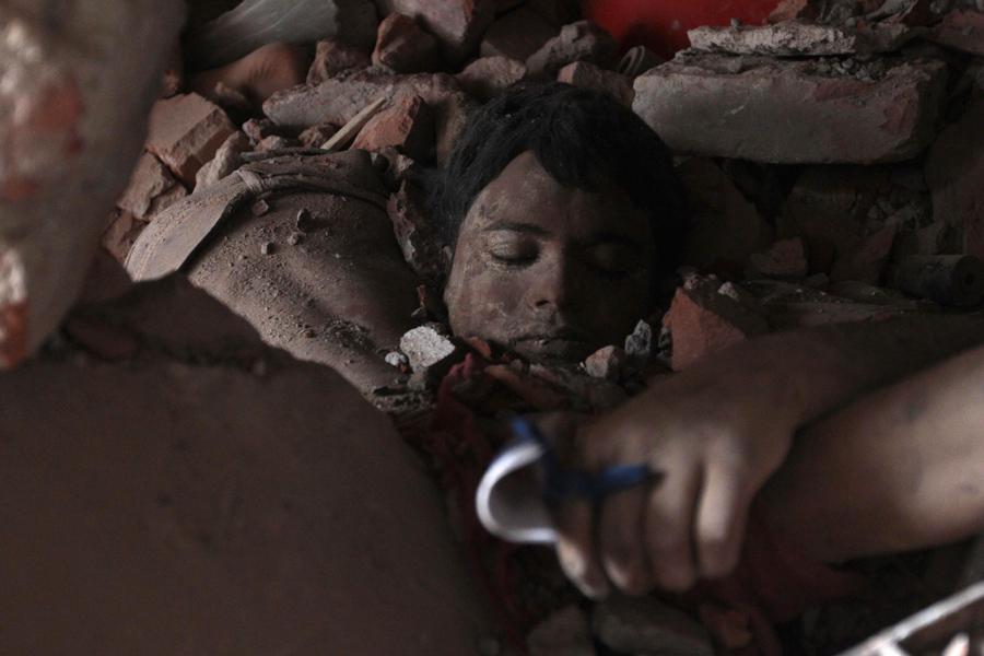 Oběť zřícení textilní továrny v Bangladéši
