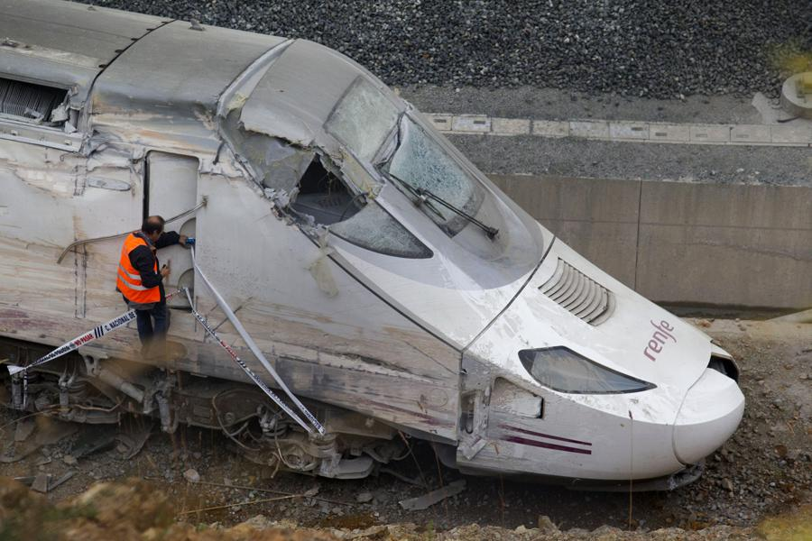 Havarovaný vlak poblíž Santiaga de Compostela