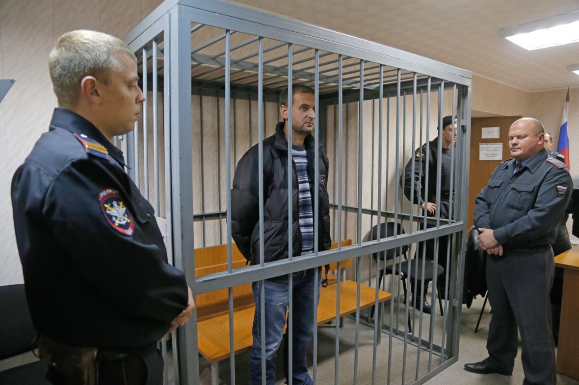 Aktivista Greenpeace Ruslan Jakušev před soudem
