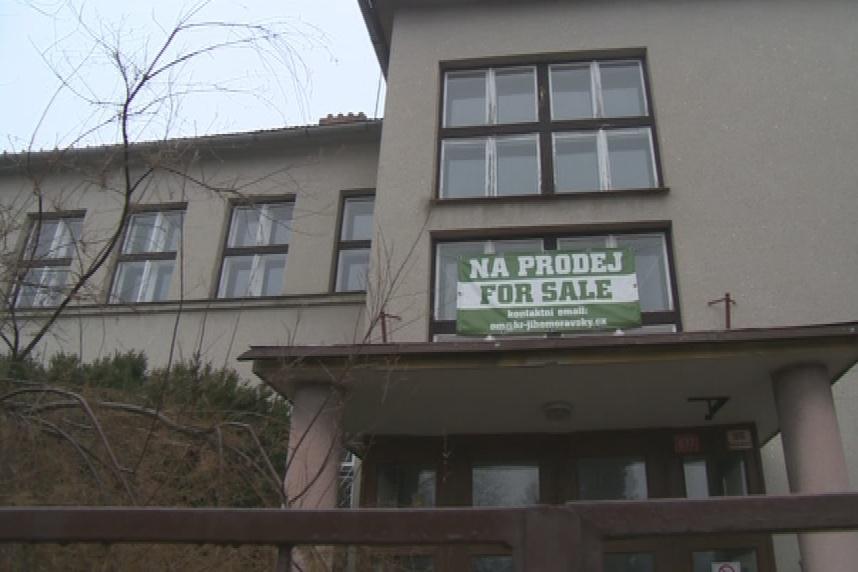 Prázdná školní budova