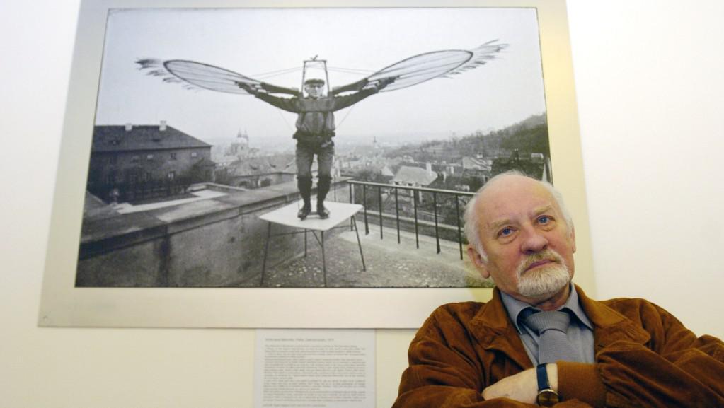 Miroslav Hucek s fotografií Křídla pana Makovičky