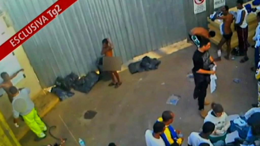 Itálii pobouřilo zacházení s uprchlíky na Lampeduse