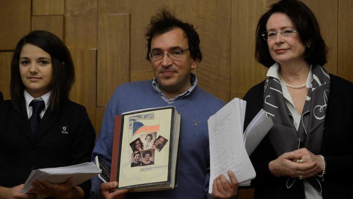 Petice pro podporu nominace Nicholase Wintona na Nobelovu cenu