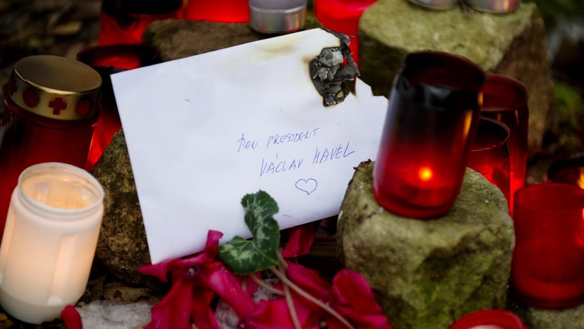 Zapálené svíčky na Hrádečku