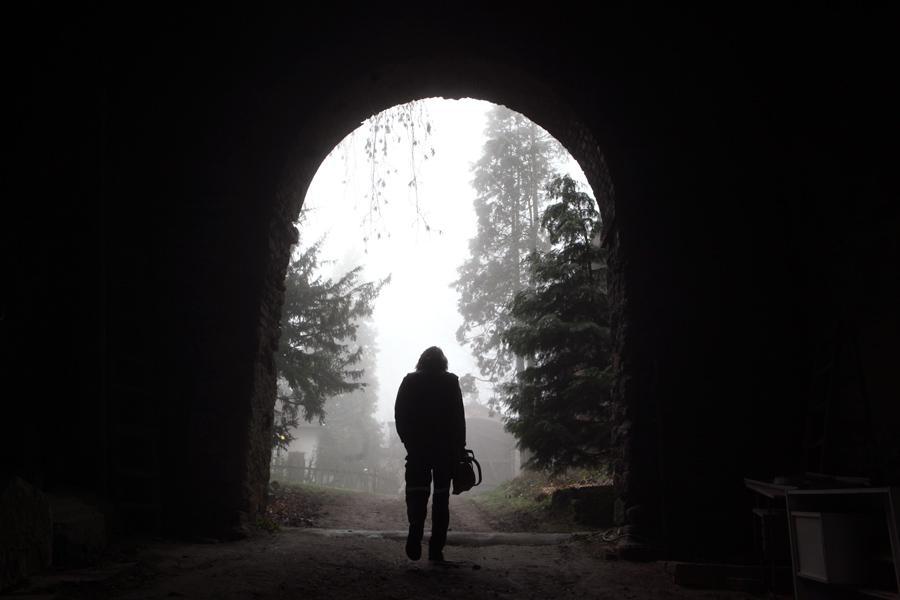 Vchod k zámku Jezeří
