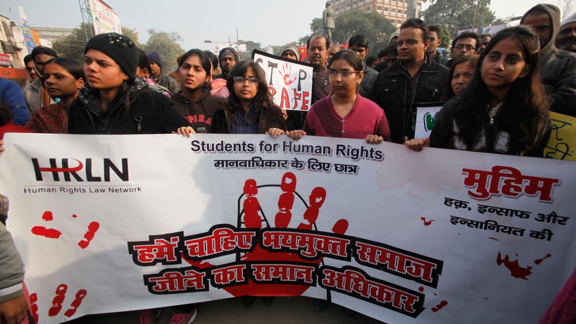 Indové demonstrují za přísnější tresty za znásilnění