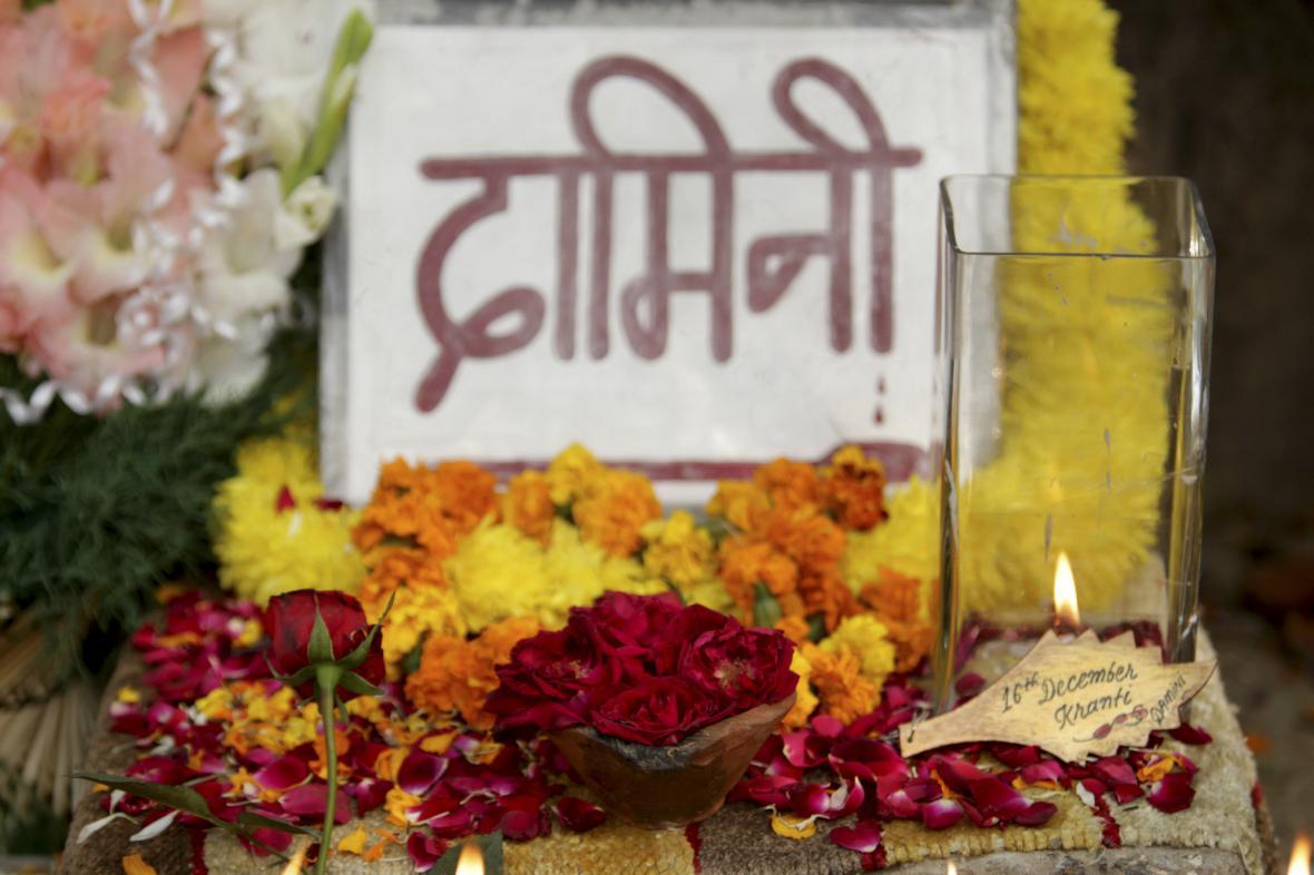 Indové si připomínají rok od znásilnění studentky