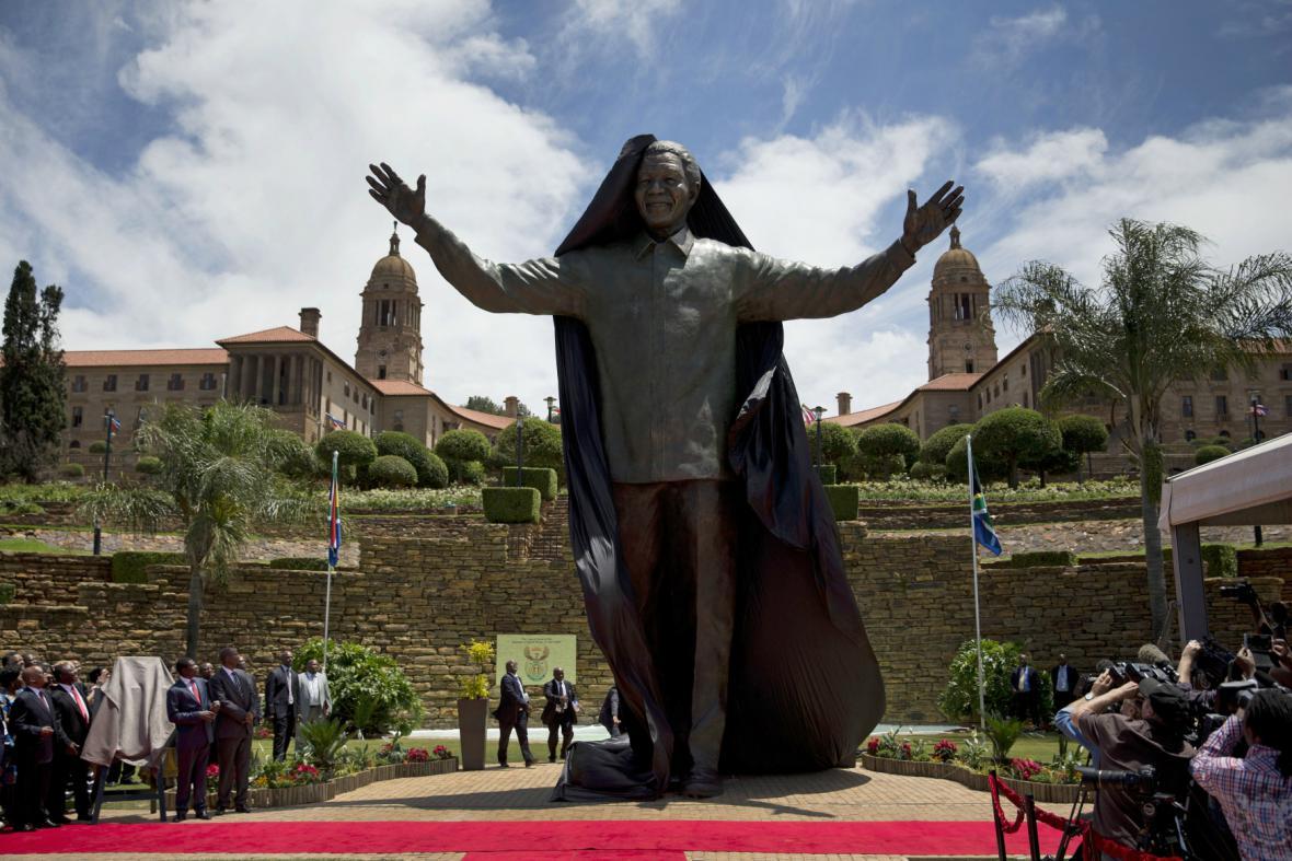 V Pretorii odhalili devítimetrovou sochu Mandely