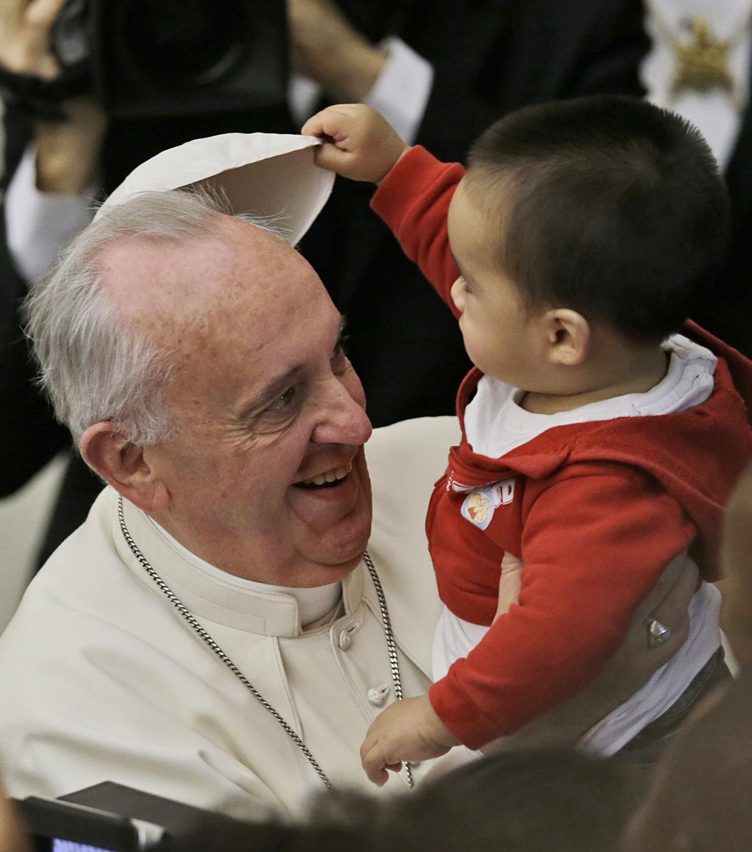 František přijal děti z vatikánské charity Santa Maria