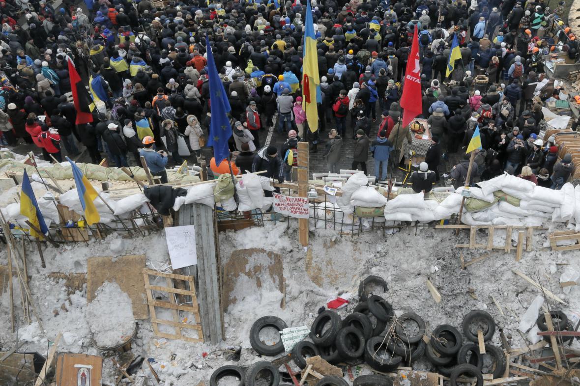 Barikády proevropských demonstrantů v centru Kyjeva
