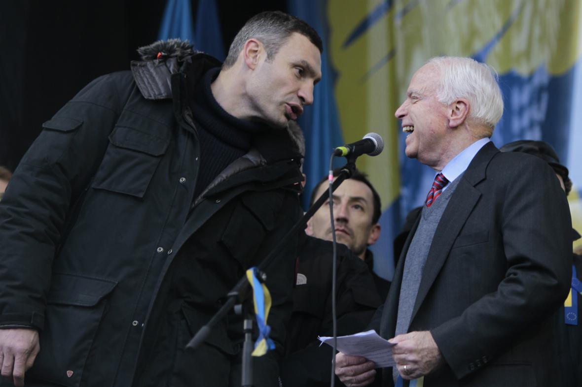 Vitalij Kličko s Johnem McCainem