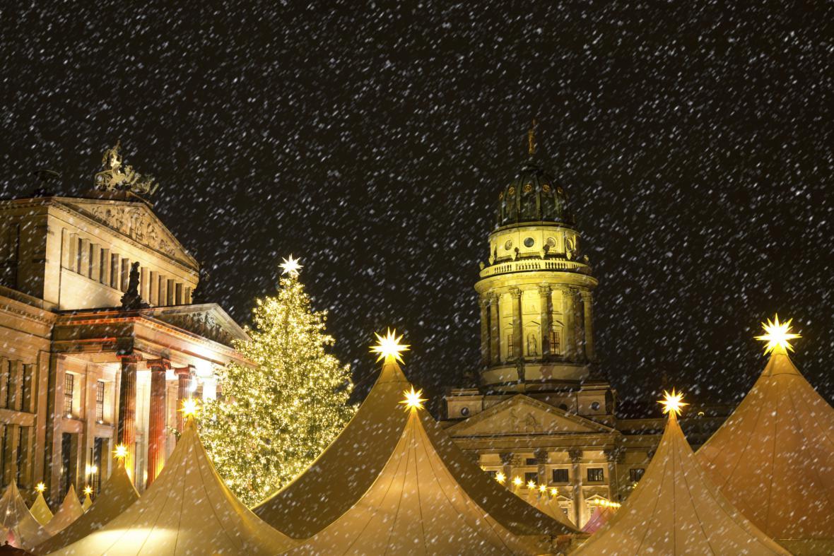 Berlín – v době adventu se tu koná přes 60 vánočních trhů