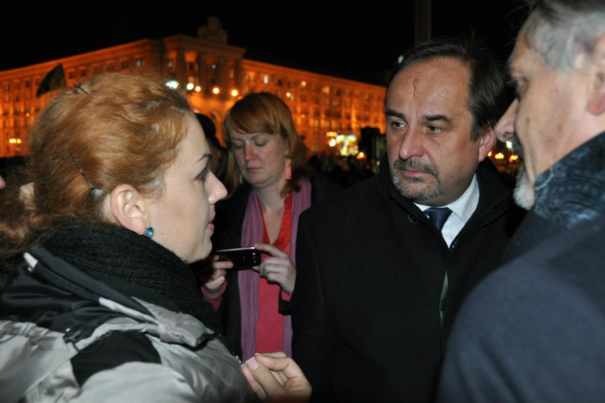 Jan Kohout navštívil demonstranty na náměstí Nezávislosti