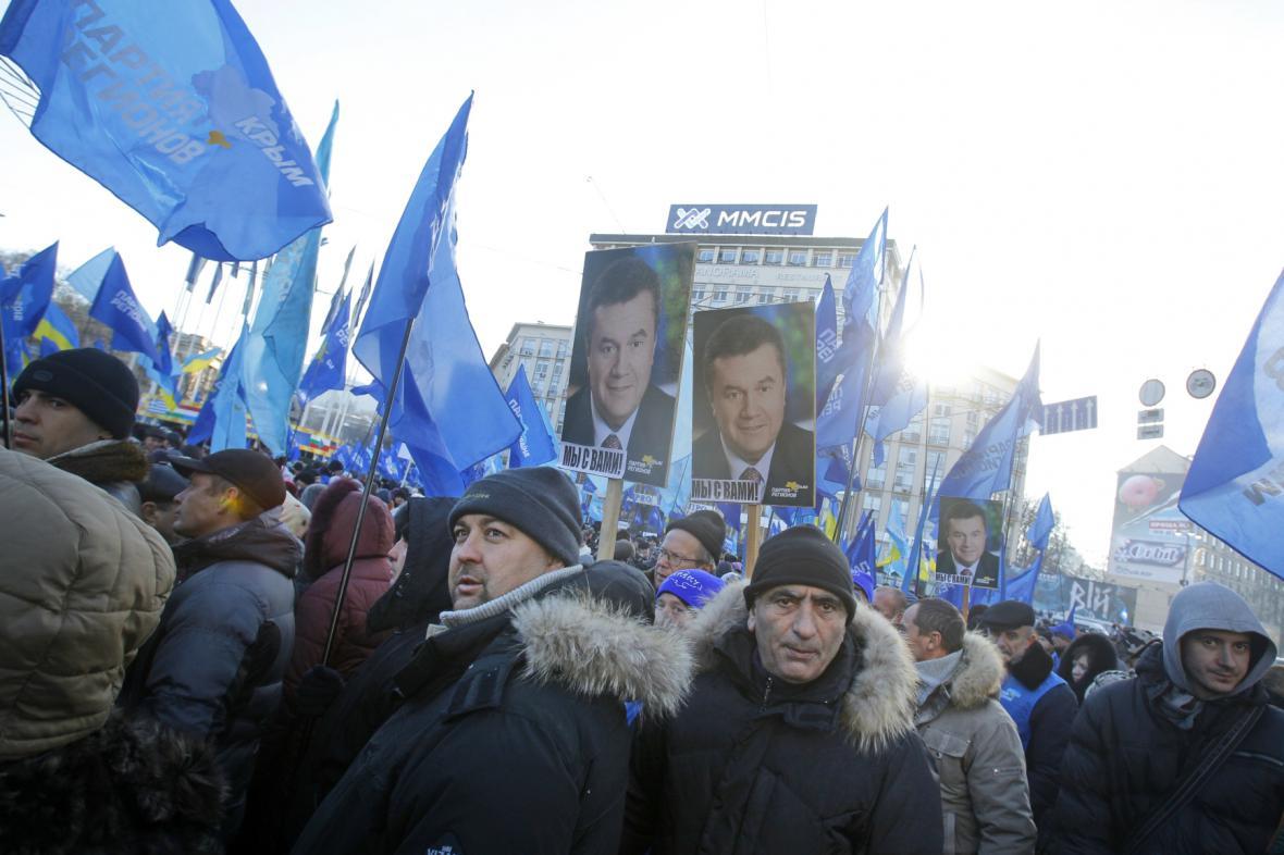 Příznivci prezidenta Janukovyče demonstrovali v Kyjevě