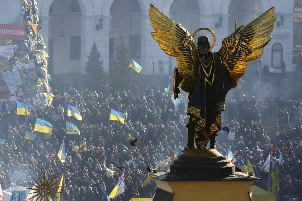 Protivládní demonstranti na kyjevském náměstí Nezávislosti